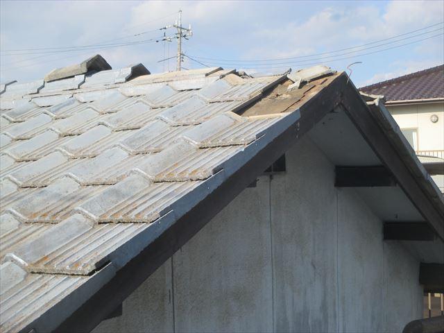 倉敷市で屋根が壊れたので修理の依頼があり、工事を行ないました。