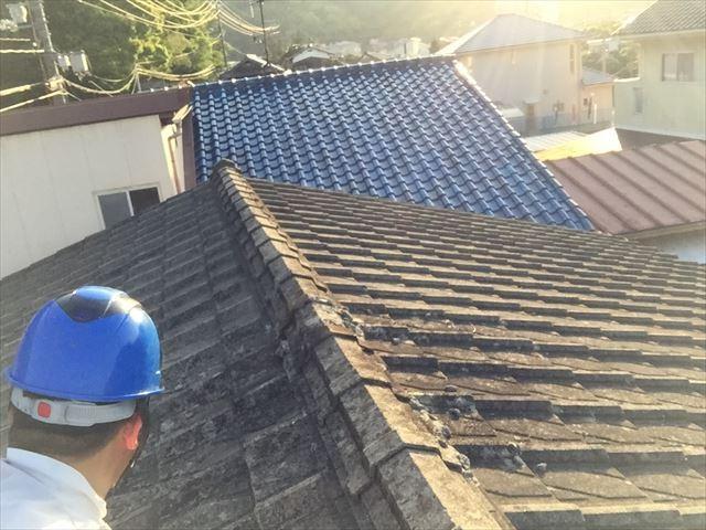 玉野市で重い瓦を撤去し軽い屋根材で屋根リフォームの依頼です。