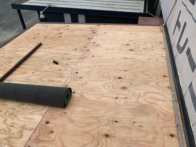岡山市南区で雨漏りしていた波板を撤去/ガルバリウム金属屋根に