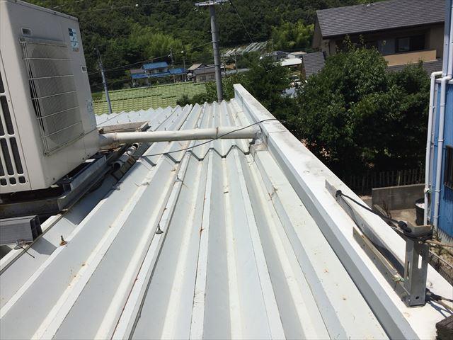 岡山市東区 折半の屋根から雨漏り