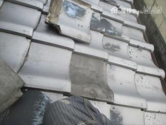 岡山市北区 屋根修理の割れ瓦を差し替えます。