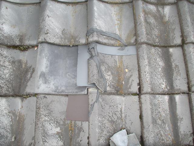 津山市で屋根修理。2階建てで切妻のセメント瓦の補修工事の点検