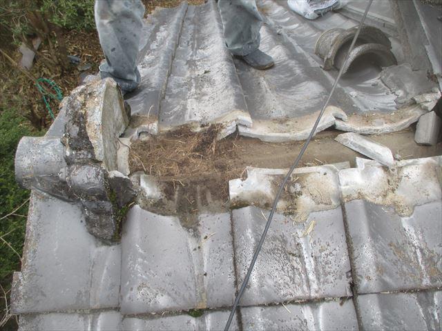 津山市で屋根修理!一部瓦葺き替えをして差し替えの瓦、予備瓦に