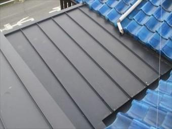 岡山市南区 屋根リフォーム ガルバリウム鋼板縦葺き