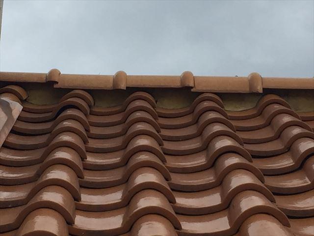 岡山市北区 急勾配の屋根修理ガンブリがずれてまsう。