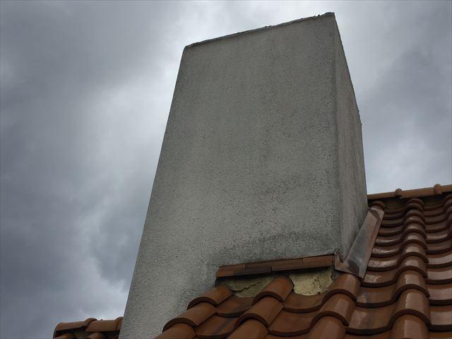 岡山市北区 急勾配の屋根のエントツから雨漏りの