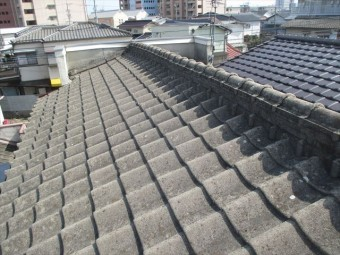 岡山市南区 屋根葺き替え セメント瓦 工事前