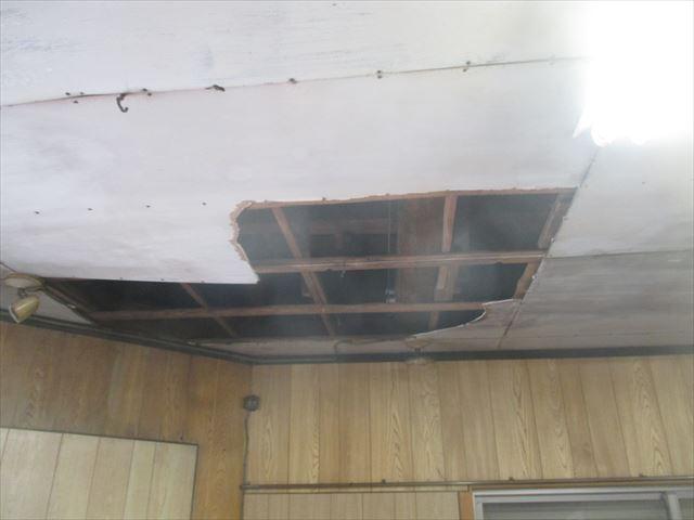 瀬戸内市で天井が抜ける雨漏り、原因は谷板金の劣化とノシの崩れ