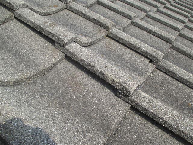 岡山市南区 屋根葺き替え セメント瓦 瓦が浮いています