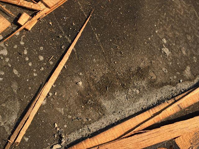 岡山市北区で塗装のいらない釉薬瓦葺き替え工事/防水紙が劣化!
