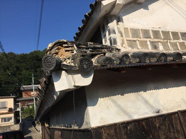 倉敷市で仕事中にお客様の瓦屋根を壊してしまったので、修理依頼