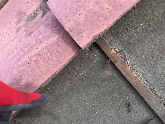 岡山市南区 屋根葺き替え工事する前の雨水が入った後です。