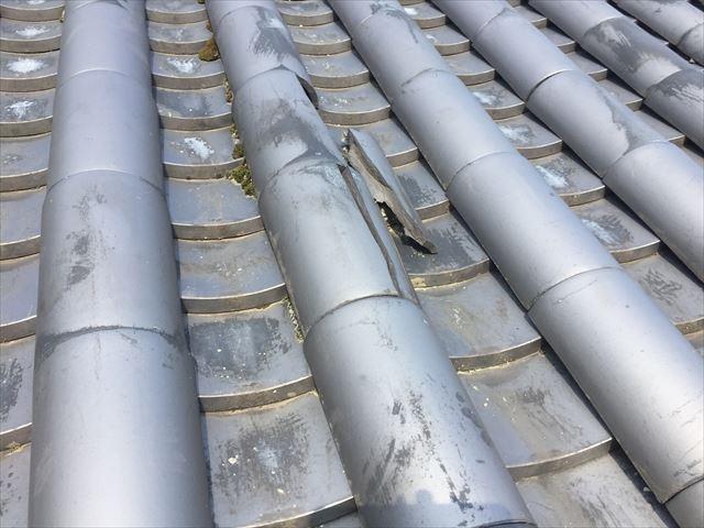 岡山市北区で屋根瓦の割れた瓦を在庫の瓦を使い差し替え補修工事