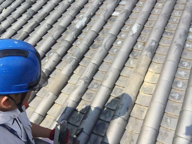 岡山市北区で蔵の屋根の割れ瓦差し替え工事