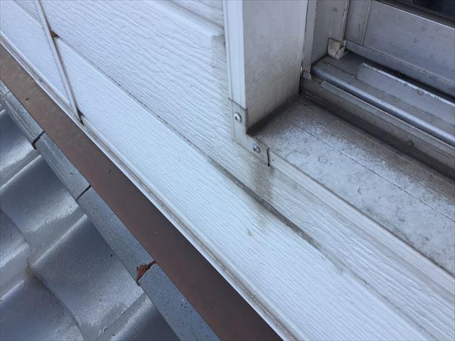 岡山市北区 外壁塗装 サッシ廻りの汚れも目立つ