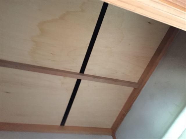赤磐市で雨漏り修理 天井にシミ