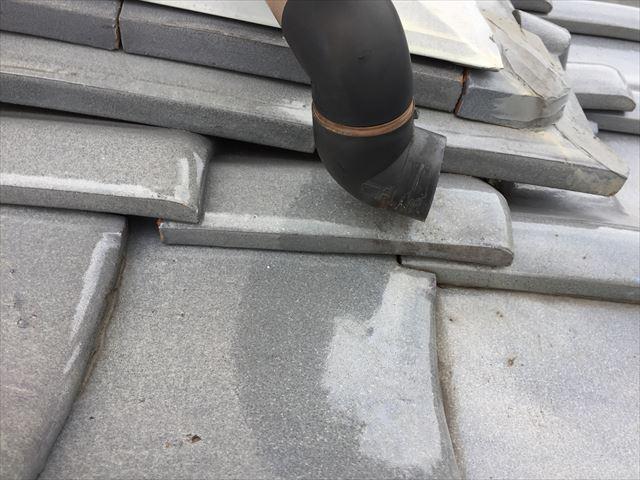 赤磐市で雨漏り修理 雨どいが取れています