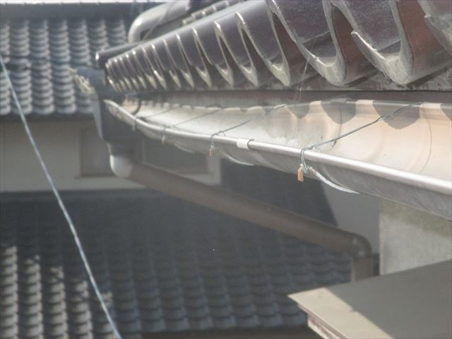 岡山市南区で2階の雨どいの点検