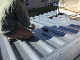 岡山市中区 屋根塗装工事 中塗り・上塗り