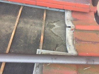 岡山市北区 瓦撤去雨漏り跡