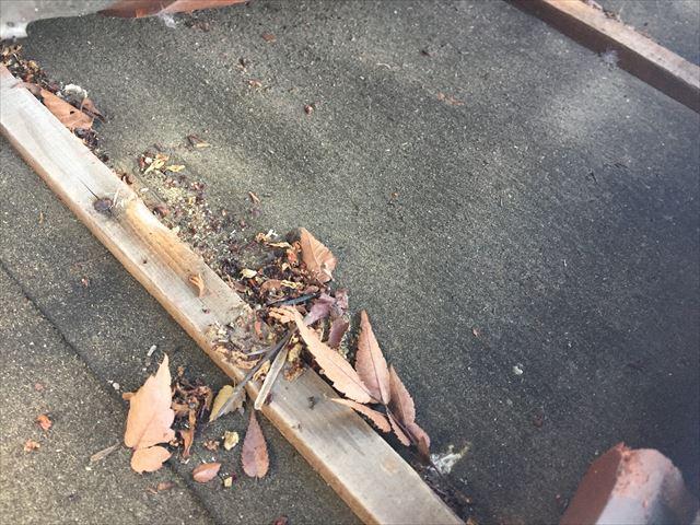 赤磐市 屋根瓦点検 瓦のズレ 雨水の入った跡