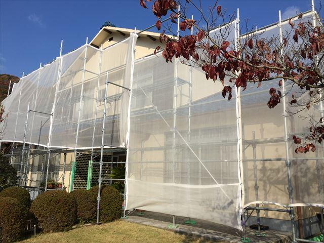 備前市で屋根瓦葺き替え工事行ってます。今回は養生足場組み立て