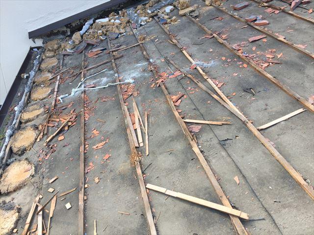 備前市で雨漏り発生!寒割れした淡路瓦を三州瓦に!防水紙の施工