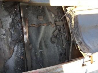 岡山市南区 防水紙の破れ