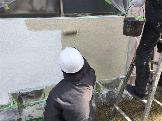岡山市北区で水性シリコンの外壁塗装のローラー仕上げで完工です