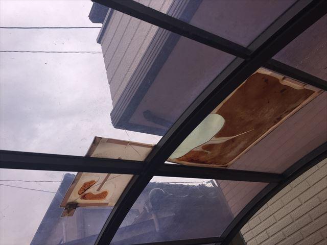 岡山市中区でカーポートの屋根取り換え 穴があいてます