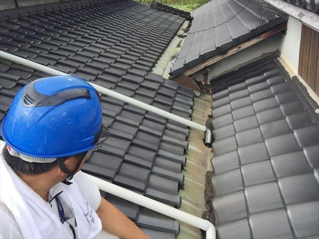 岡山市南区で勝手口の天井から雨漏り、天井材に穴が空き即日点検