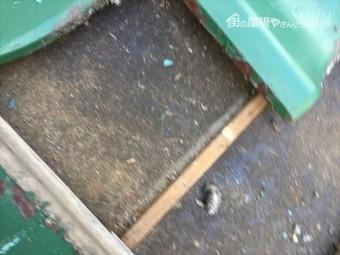 岡山市中区 雨漏り修理 瓦をめくってみる