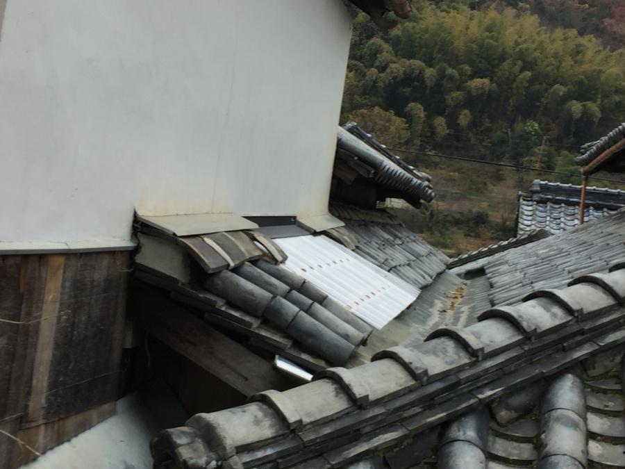 岡山市東区 ポリカを張り雨漏りをなおします。