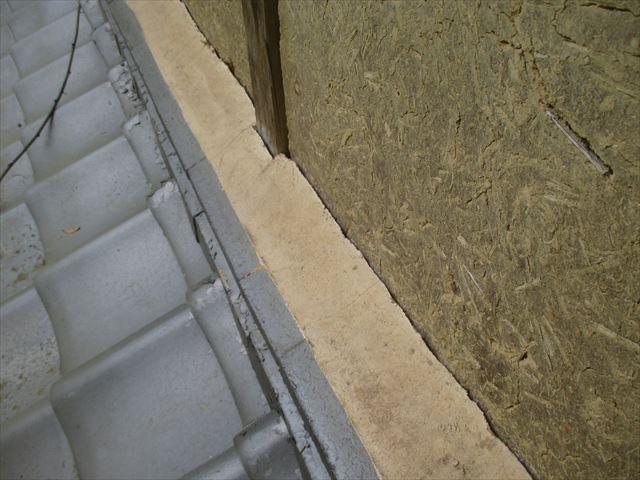 岡山県久米南町 屋根工事 セメント瓦 壁際に隙間
