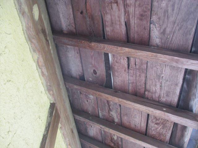 岡山県久米南町 屋根工事 セメント瓦 2階の下地の状態