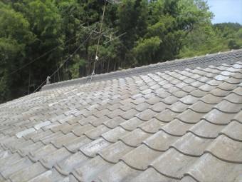 岡山県久米南町 屋根工事 セメント瓦 屋根にアンテナがあります
