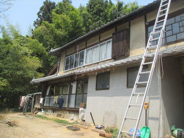 岡山県久米南町 屋根工事 セメント瓦 2階にハシゴ