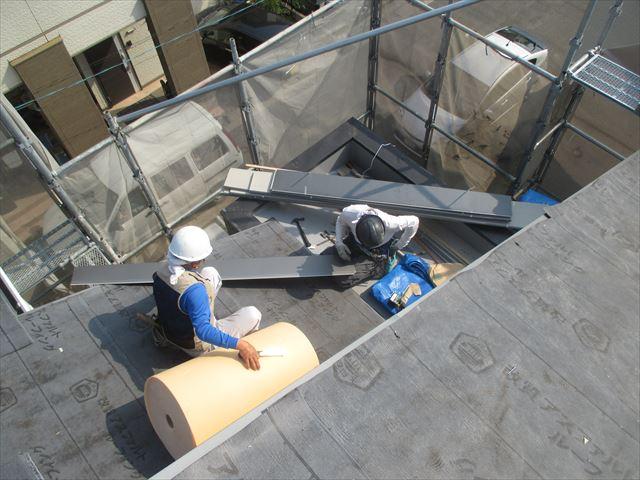 倉敷市で屋根葺き替え工事 カラーベストをカバー工法で軽い屋根材に