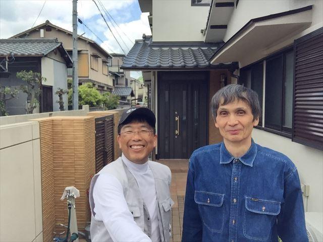 岡山市北区 外壁塗装・屋根工事のお客様との写真になります。