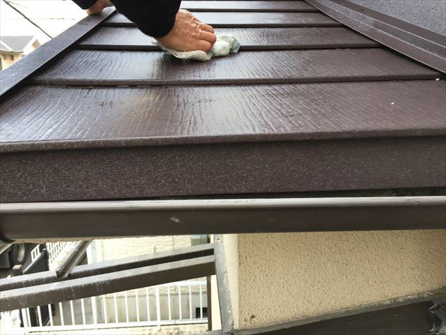 岡山市北区 スーパーガルテクトの壁際施工完成雑巾でで掃除
