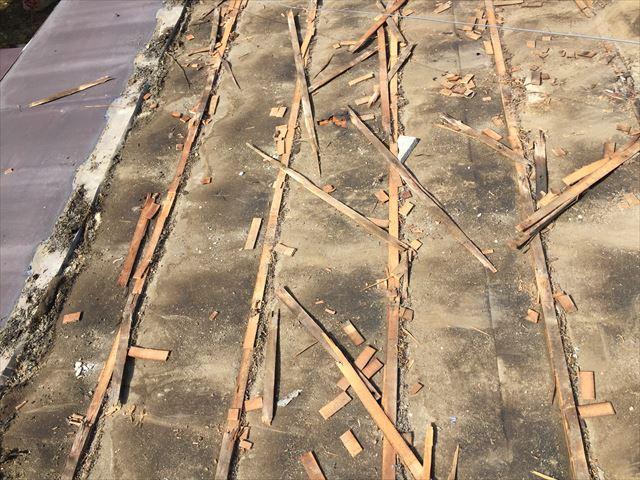 岡山市中区 雨漏りのあと桟木ボロボ