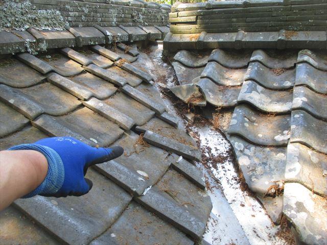 岡山県赤磐市 屋根工事 雨漏り修理 谷部点検 瓦ズレ