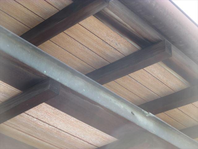 岡山市南区 屋根工事 屋根リフォーム 工事前の軒天と小庇
