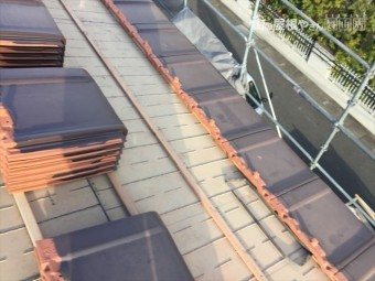岡山市南区 2階平板瓦を配り軒瓦を施工です。