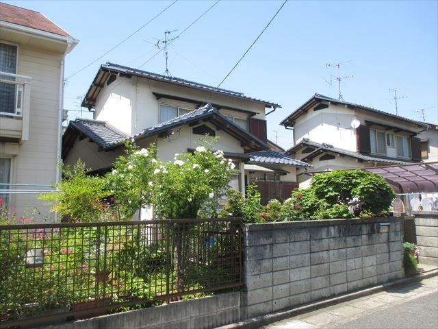 岡山市南区で屋根工事|築40年のセメント瓦を撤去し葺き替えです。