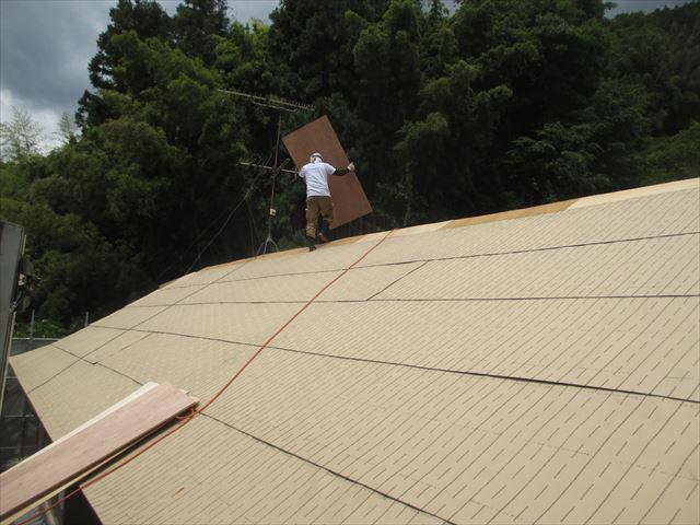 岡山県久米南町 屋根工事 屋根リフォーム 5.5ベニヤ合板運び