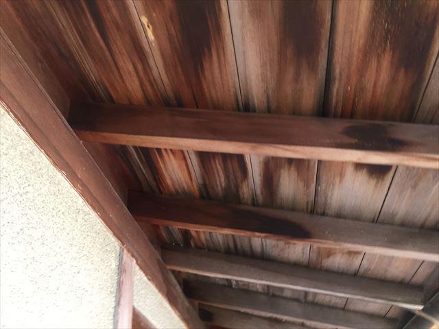 岡山市北区 雨漏り修理 野地板に雨漏り跡が