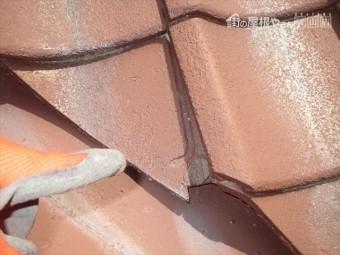 岡山市北区 雨漏り修理 谷瓦ずれてます。