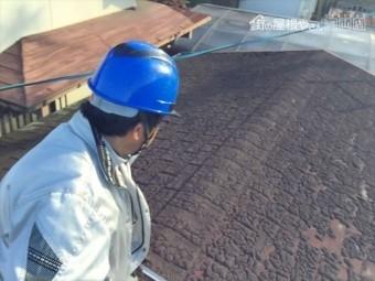 岡山市南区 雨漏り修理 倉庫 屋根に上がり点検