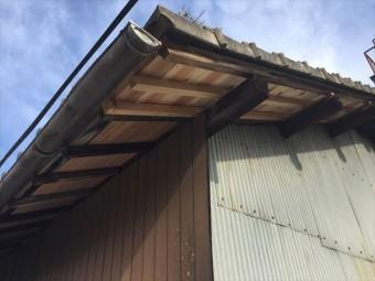 岡山市中区 屋根の板 黒く腐る